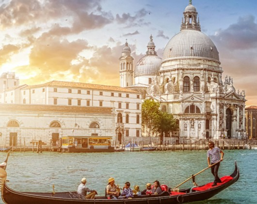 Walking Tour of Hidden Venice & Iconic Gondola Ride